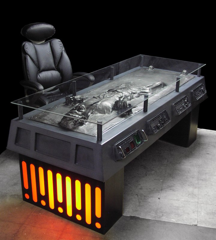 & T O S H I S T A T I O N : Best. Desk. Ever.